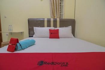 RedDoorz near OPI Mall Palembang Palembang - RedDoorz Room 24 Hours Deal
