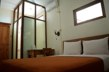 Sapphire Home Hotel Sumedang - Superior Guest House Regular Plan
