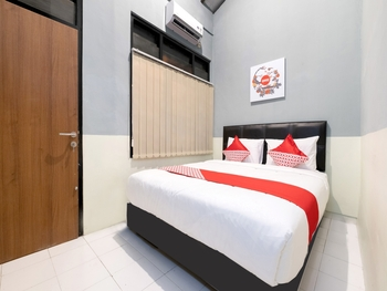 OYO 1162 ZE room Yogyakarta - Standard Double Room Regular Plan