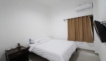 Al-Ashri Inn by Urban Yogyakarta - Standard Room Regular Plan