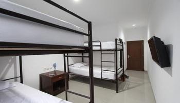 Al-Ashri Inn by Urban Yogyakarta - Deluxe Family Room Regular Plan