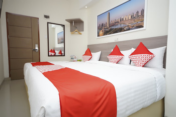 OYO 251 The Maximus Inn Hotel Palembang - Suite Triple Last Minute