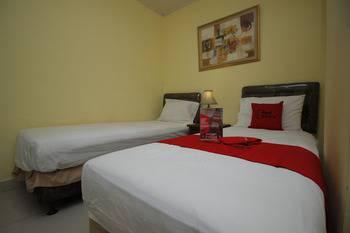 RedDoorz Plus @ Cikarang Bekasi - RedDoorz Twin Room Basic Deal