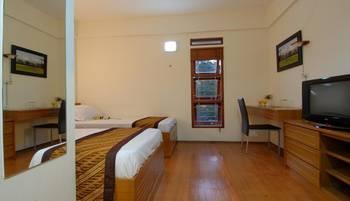Rumah Tawa Hotel Bandung - Kamar Deluxe Twin Regular Plan