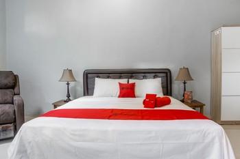 RedDoorz Syariah near RRI Malang Malang - RedDoorz Deluxe Room with Breakfast Regular Plan
