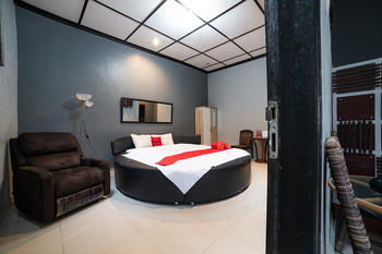 RedDoorz Syariah near RRI Malang Malang - RedDoorz Premium Room Regular Plan