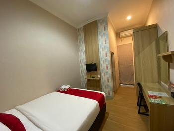 RedDoorz Syariah near Universitas Negeri Malang Malang - RedDoorz Room with Breakfast Regular Plan