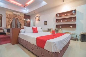 RedDoorz near Margahayu Raya Bandung - RedDoorz Family Room Regular Plan