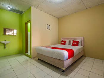 OYO 3206 Hotel Sido Langgeng Karanganyar - Deluxe Double Room Regular Plan