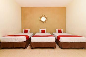 RedDoorz @ Jalan Hayam Wuruk Denpasar Bali - RedDoorz Family Room Basic Deal