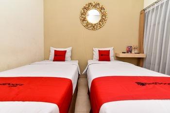 RedDoorz @ Jalan Hayam Wuruk Denpasar Bali - RedDoorz Twin Room Basic Deal