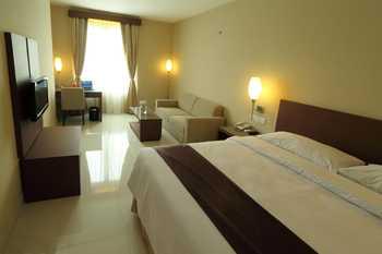 Triniti Hotel Jakarta - Deluxe King For 1 Breakfast Regular Plan
