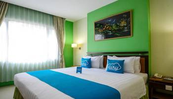 Airy Padang Barat Bundo Kanduang - Deluxe Double Room Only Special Promo Oct 50