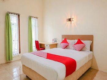 OYO 1415 Gelora Guest House Banyuwangi - Deluxe Double Room Regular Plan