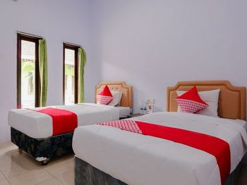 OYO 1415 Gelora Guest House Banyuwangi - Deluxe Twin Room Regular Plan
