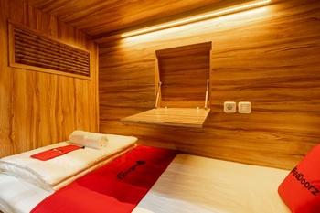 RedDoorz Plus near Senayan City Jakarta - RedDoorz Family Room Regular Plan