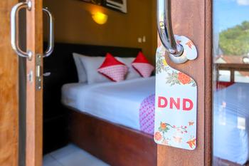 OYO 992 Semilir Senggigi Inn Lombok - Deluxe Double Room Regular Plan