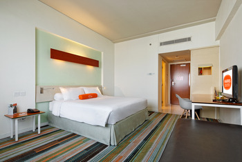 Hotel HARRIS Kelapa Gading - Refresh The New Work From Hotel (2 Breakfast) Regular Plan