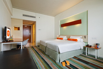 Hotel HARRIS Kelapa Gading - Refresh The New Work From Hotel (1 Breakfast) Regular Plan