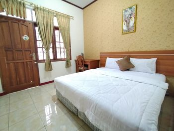 Grand Mutiara Hotel Puncak Puncak - Deluxe King Room Only Best Deal 35%