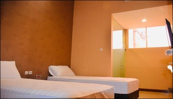 Great Star Premium Homestay Malang - Deluxe Twin Room Only Always On