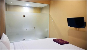Great Star Premium Homestay Malang - Deluxe Queen Room Breakfast Always On