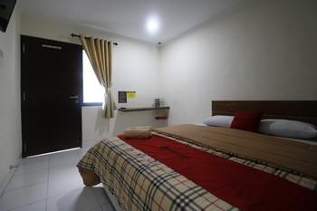 RedDoorz @ Jalan Pangeran Antasari Lampung Bandar Lampung - RedDoorz Room with Breakfast Last Minute