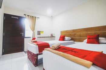 RedDoorz @ Jalan Pangeran Antasari Lampung Bandar Lampung - RedDoorz Twin Room Last Minute