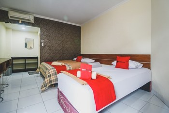 RedDoorz @ Jalan Pangeran Antasari Lampung Bandar Lampung - RedDoorz Twin Room with Breakfast Basic Deal