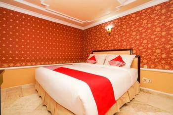 OYO 1449 Istana Permata Dinoyo Surabaya - Standard Double Room Regular Plan