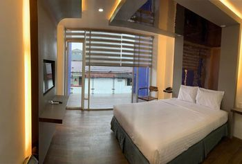Hotel Surya Makassar - Deluxe Room Only Regular Plan