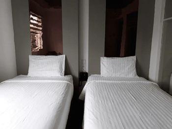 Hotel Surya - Pantai Losari Makassar Makassar - Superior Twin Window Room Only Regular Plan