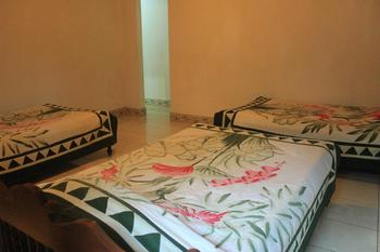 Sunarta House Home Stay Bali - Comfort Triple Room with Shower Basic Deal