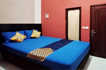 SPOT ON 3605 Clarichie Guest House Kupang - SPOT ON Double Last Minute