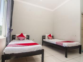 OYO 1401 Hotel Maya Kupang - Deluxe Twin Room Regular Plan