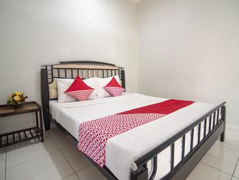 OYO 1401 Hotel Maya Kupang - Deluxe Double Room Regular Plan