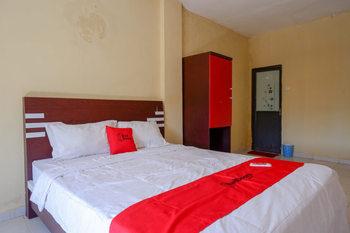 RedDoorz @ Losari Area 2 Makassar - RedDoorz Deluxe Room Gajian