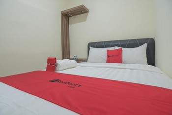 RedDoorz @ Mall Nagoya Hill Batam Batam - RedDoorz Room Basic Deal