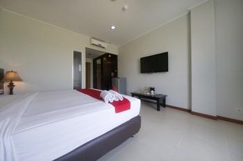 RedDoorz Premium @ Raya Bojonegoro Bojonegoro - RedDoorz Room Last Minute Promotion