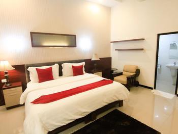 Hotel YNO Castle Malang - Superior King Regular Plan