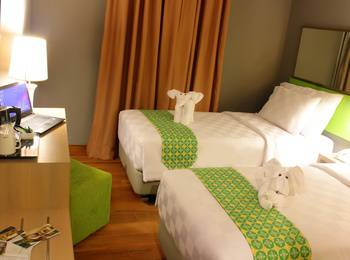 Pesonna Hotel Pekalongan - Deluxe Twin Bed - with Breakfast Basic Deal!