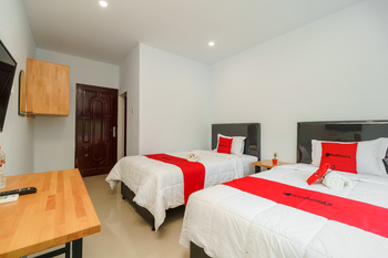RedDoorz Plus near Kualanamu International Airport 2 Deli Serdang - RedDoorz Twin Room KETUPAT