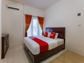 OYO 3907 Mine Residence Padang - Deluxe Family Room Early Bird Deal