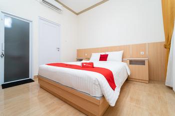 RedDoorz near Griya Agung Palembang Palembang - RedDoorz Room Long Stays 3D2N