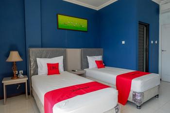 RedDoorz Plus Syariah @ Hotel Boulevard Luwuk Banggai - RedDoorz Premium Twin Room Regular Plan