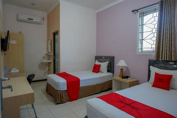 RedDoorz Plus Syariah @ Hotel Boulevard Luwuk Banggai - RedDoorz Twin Room Regular Plan