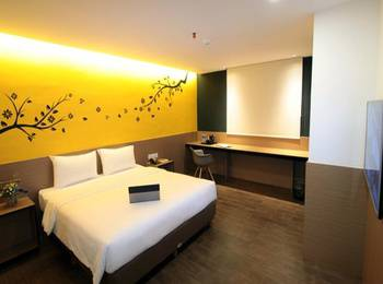 Yellow Bee Hotel Tangerang - Superior Double Basic Promo