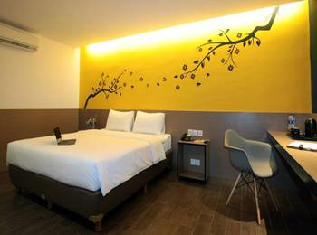 Yellow Bee Hotel Tangerang - Superior Room Last Minute