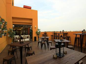 Yellow Bee Hotel - Tangerang