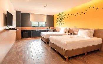 Yellow Bee Tangerang Tangerang - Executive Twin with Two Double Beds Regular Plan
